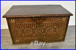 Anglo Indian or Syrian Bone Mother of Pearl, Perlmutt inlaid inlay chest. 17/18th